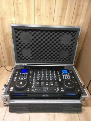B-52 prodigy digital mixer in Cargo Case DJ equipment 2 mic plug-ins perfect for rap battles for Sale in Modesto, CA
