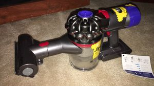 V8 animal dyson cordless for Sale in Raleigh, NC