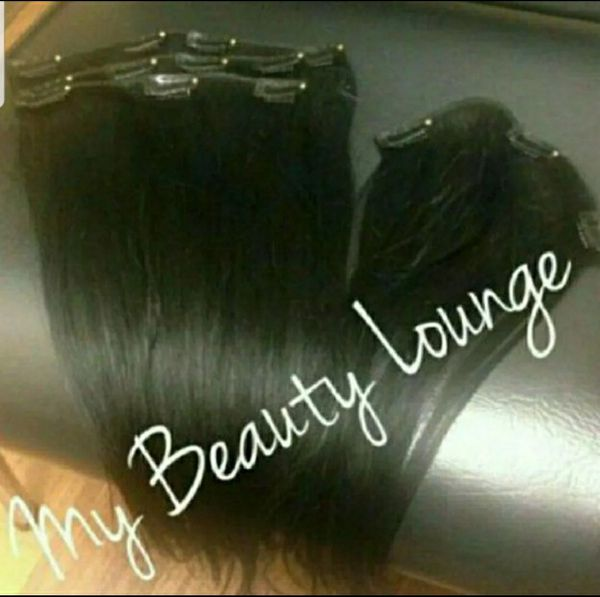 18 inch 💋 Clip in Hair Extensions 💋 4 pcs 💋 Sorry No Trades