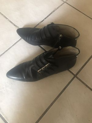 Estoy vendiendo estas botas marca michael kors son sizes 9 y medio for Sale in Fresno, CA