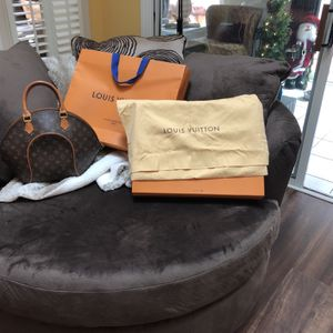 Louis Vuitton Handbag With Bag, Cloth Bag, Box And Store Bag. for Sale in Georgetown, SC