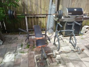 Not sure on barand but it comes withThu a dip bar set and nice curl bar with wates and some bum bells and got all kinds call me613497399. Shaw for Sale in West Palm Beach, FL