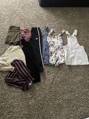 Women's clothes bundle for Sale in Spring Valley, CA
