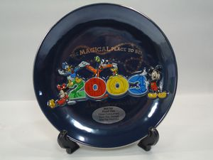 Walt Disney Collector's Plate 2003 with stand and box for Sale in Burbank, IL