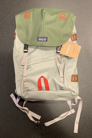 NEW WITH TAGS Patagonia Arbor Pack 26L Backpack Unisex Green / Gray / Tan / Red for Sale in Sudbury, MA