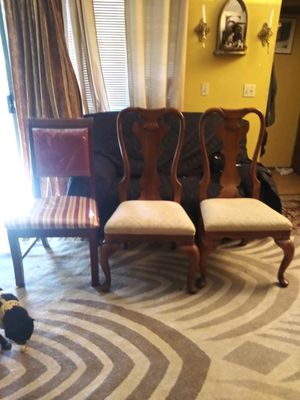 FREE dining table with 3 chairs for Sale in Federal Way, WA