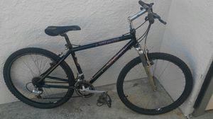 man's classic aluminum stumpjumper mountain bike for Sale in Lakewood, CA