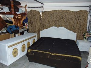 King bedroom set with mattress for Sale in Las Vegas, NV