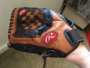 """Rawlings PL120 12"""" Left Hand Baseball Softball Glove for Sale in Bakersfield, CA"""