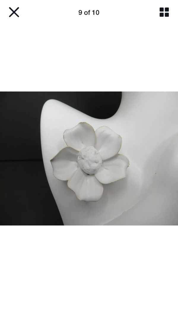 10 inch White Ceramic Half Round Face With Hand & Flower Pin Vase & Earring Hole