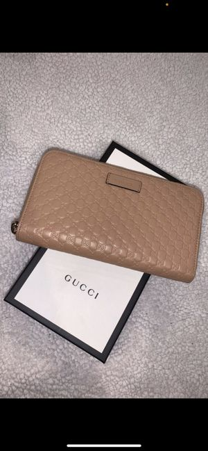Gucci wallet for Sale in Bloomington, CA