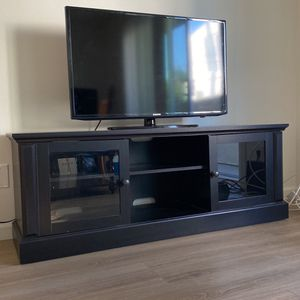 50 Inch Samsung Tv & Espresso TV Stand! for Sale in Los Angeles, CA