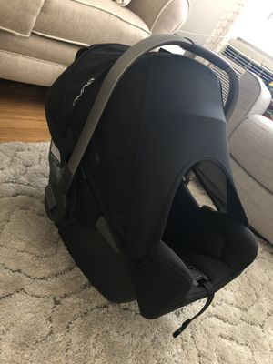 Nunapipa car seat + base for Sale in Yonkers, NY