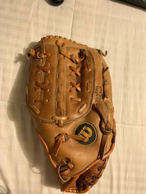 Baseball glove for Sale in Norco, CA
