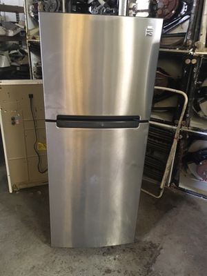 Refrigerator brand kenmore small for studio everything is good working condition 90 days warranty delivery and installation for Sale in San Leandro, CA