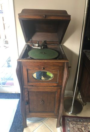 Working Antique Cabinet Phonograph for Sale in Alexandria, VA