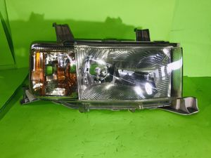 2004 2005 2006 TOYOTA SCION XB FRONT RIGHT OEM HEADLIGHT ALL TABS EXCELLENT CONDITIONS for Sale in San Marcos, CA