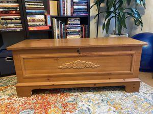 Vintage Lane Cedar Hope Chest for Sale in Los Angeles, CA