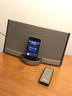 Bose Speaker with Remote and charging cable for Sale in Chicago, IL