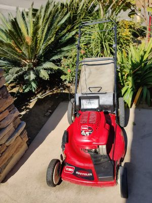 Auto self-propelled 6.5 HP lawn mower and good working conditions for Sale in Riverside, CA