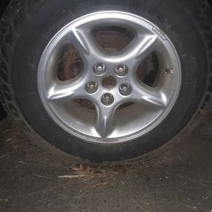 5 wheels with tires with >50% tread for Sale in Peabody, MA