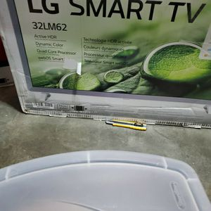 LG Smart TV 32LM62 White for Sale in Fresno, CA