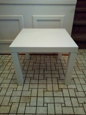 Coffee/ end table/ white wood laminate table for Sale in Taylor, MI