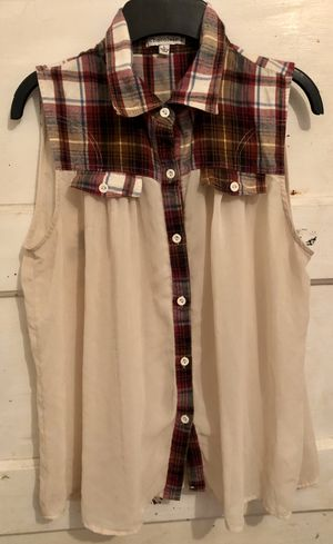 *F*R*E*E* Ivory / Plaid sleeveless Blouse Size medium for Sale in Sanger, CA