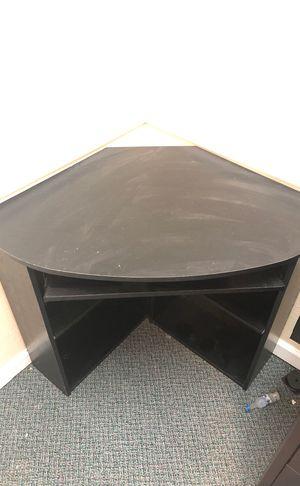 Corner computer desk for Sale in Fort Lauderdale, FL
