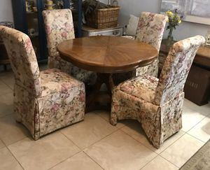 Dining room table with chairs for Sale in Fort Lauderdale, FL