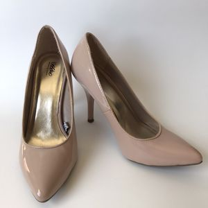 Women's Nude Heels Pumps Size 6.5 for Sale in Gaithersburg, MD