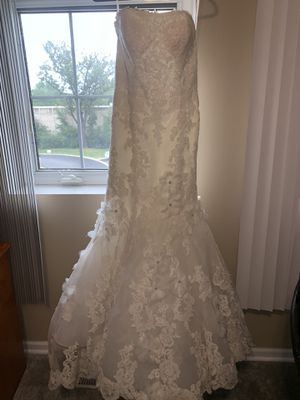 Ivory wedding dress size 8 for Sale in Des Plaines, IL