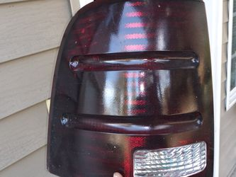 Driver Side 03 Ford Explorer Tail Light for Sale in Troutdale,  OR