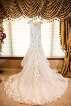 Eve Of Milady Bridal Gown With 2 Veils for Sale in Livonia, MI
