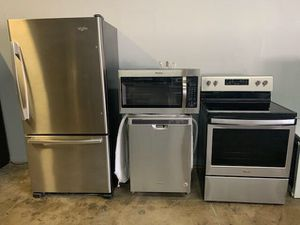 WHIRLPOOL KITCHEN APPLIANCES SET for Sale in Phoenix, AZ