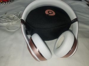 Rose gold Wireless 3 beats with case and charger for Sale in Scottsdale, AZ