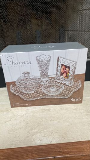 Shannon Crystal Five Piece Vanity Set for Sale in Westlake, OH