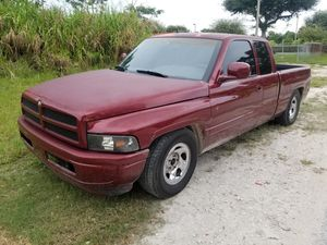Dodge ram 1500 truck/camioneta for Sale in Miami, FL
