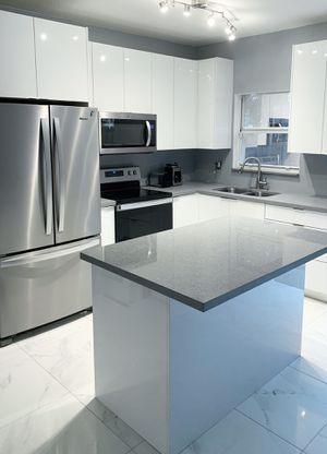 8' Lineal Feet. Kitchen Cabinets and Countertop. Installation Included. for Sale in Pinecrest, FL