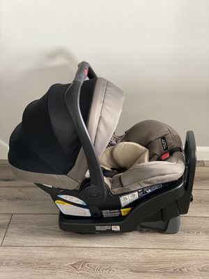Graco SnugRide SnugLock Extend2Fit 35 Infant Car Seat for Sale in Madison, WI