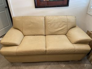 Leather Loveseat for Sale in Fort Lauderdale, FL
