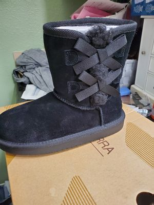 Brand new toddler ugg boots for Sale in Sacramento, CA