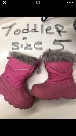 Snow boots for toddler girls size 5 with brand new snow mittens 20$ for Sale in Los Angeles, CA