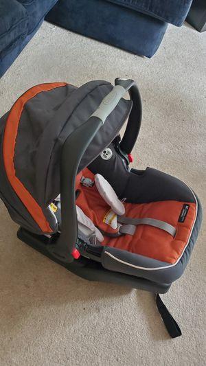 Graco newborn /infant car seat. for Sale in Bellevue, WA