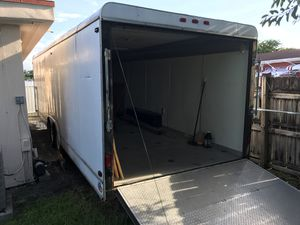28 x 8' Enclosed Trailer for Sale in Miami, FL