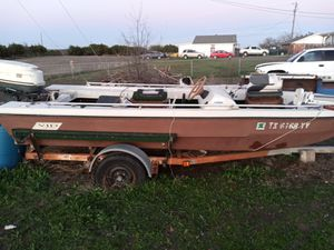 16 ft VIP with a 40 horse Johnson boat trailer for Sale in Killeen, TX