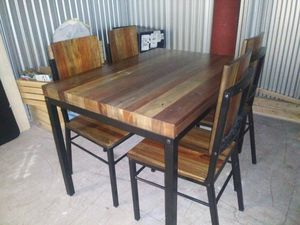Modern 4 chair dining table like new free delivery for Sale in Los Angeles, CA