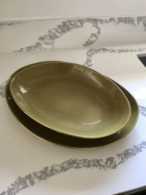 Oval Serving Platter w Gold Trim from World Market for Sale in Los Angeles, CA