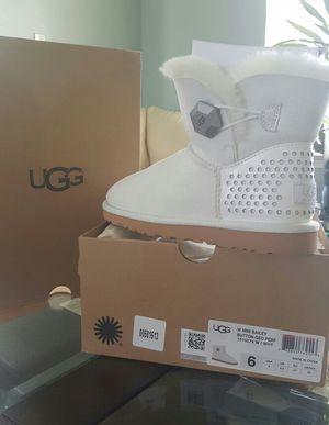 UGG White Mini Bailey Button Geo*NEW IN BOX! for Sale in Tampa, FL