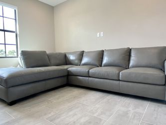 BRAND NEW CITY FURNITURE CARSON SECTIONAL WITH SLEEPER for Sale in Fort Lauderdale,  FL